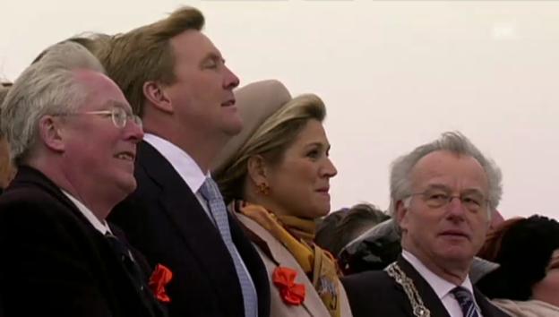 Video «König Willem-Alexander und Königin Máxima beim historischen Spektakel» abspielen