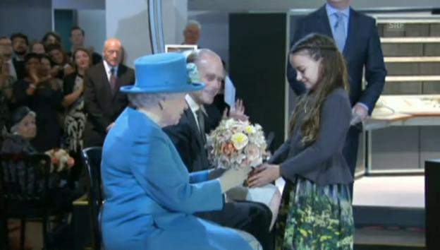 Video «Queen Elizabeth twittert zum ersten Mal» abspielen