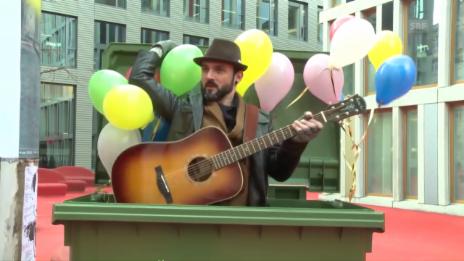 Video «St. Galler Bürger bedanken sich bei Müllabfuhr St. Gallen» abspielen