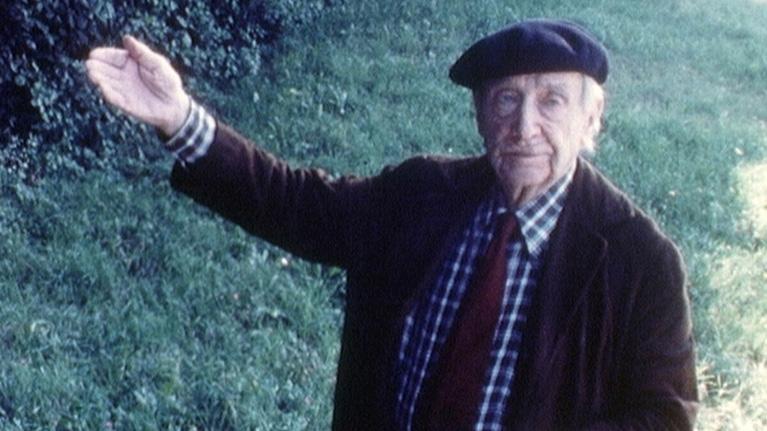 Arnold Kübler in seinem Einmannkabarett Mitte 60er-Jahre