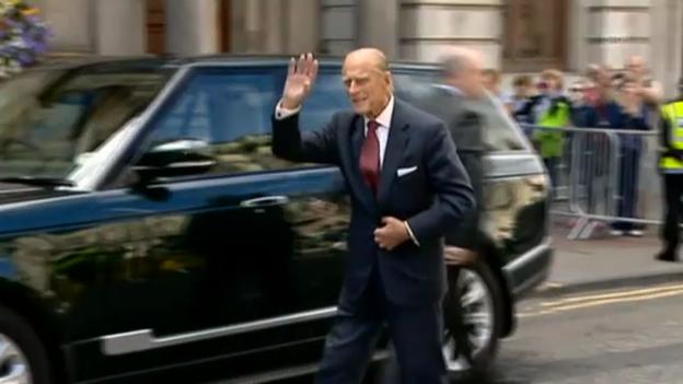 Video «Prinz Philip zeigt sich wieder in der Öffentlichkeit (unkom. Video)» abspielen