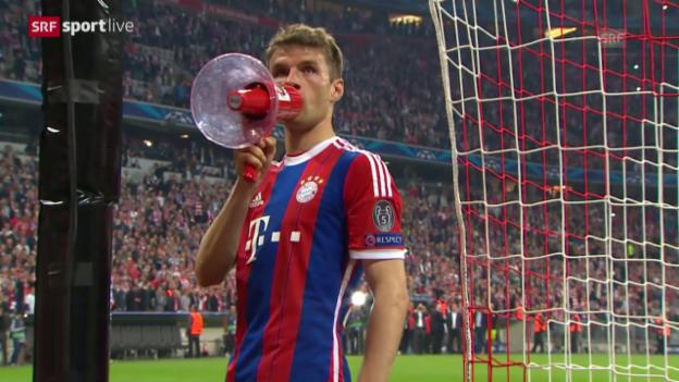 Video «Fussball: Champions League, Viertelfinal, Rückspiel, Bayern - Porto, Thomas Müller greift zum Megaphon» abspielen