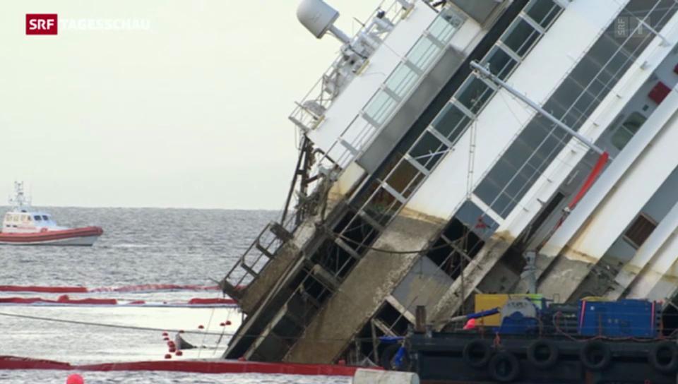 «Costa Concordia» von Felsen gehoben