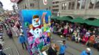Video «Mit Basler «Larven» und Picolos durch Zürich» abspielen