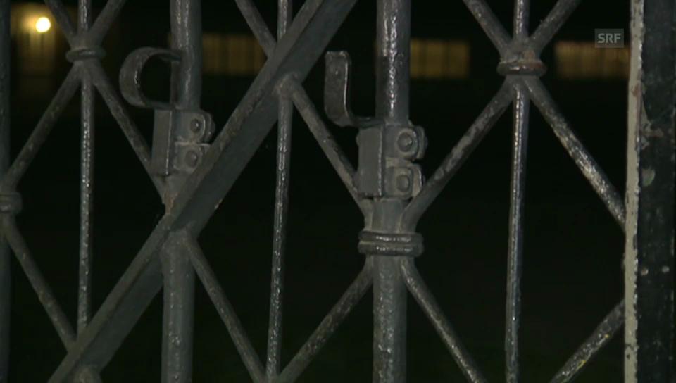 Am schmiedeisernen Tor in Dachau fehlt der Schriftzug (unkommentiert)