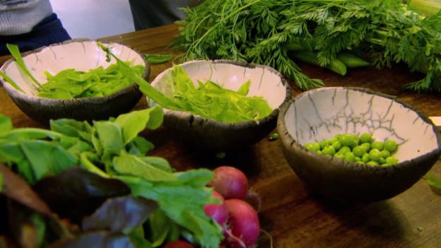 Video «Rübis und stübis: Wie man radikal alles vom Gemüse verzehrt» abspielen