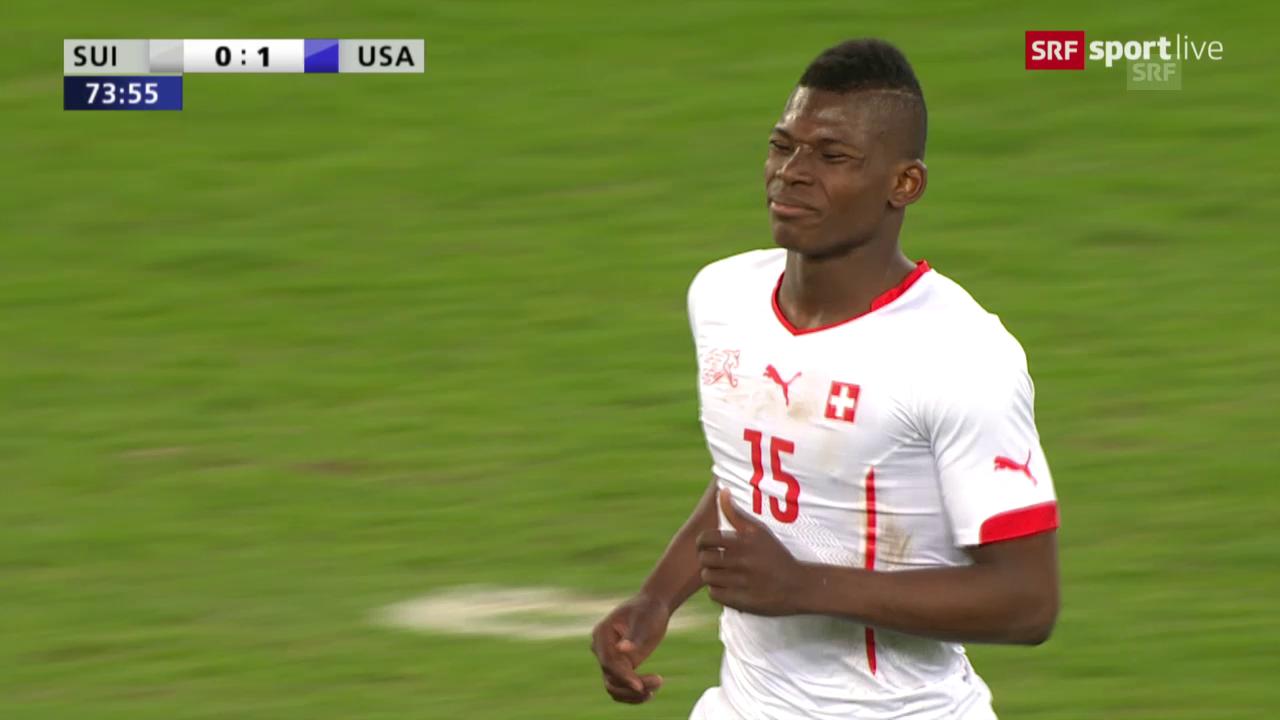 Fussball: Schweiz-USA, Dribbling Embolo