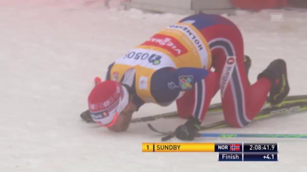 Video «Der Zieleinlauf von Martin Johnsrud Sundby beim 50-km-Rennen in Oslo» abspielen