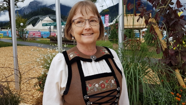 Video «Karin Zbinden und ihre Bergdietiker Sonntagstracht» abspielen
