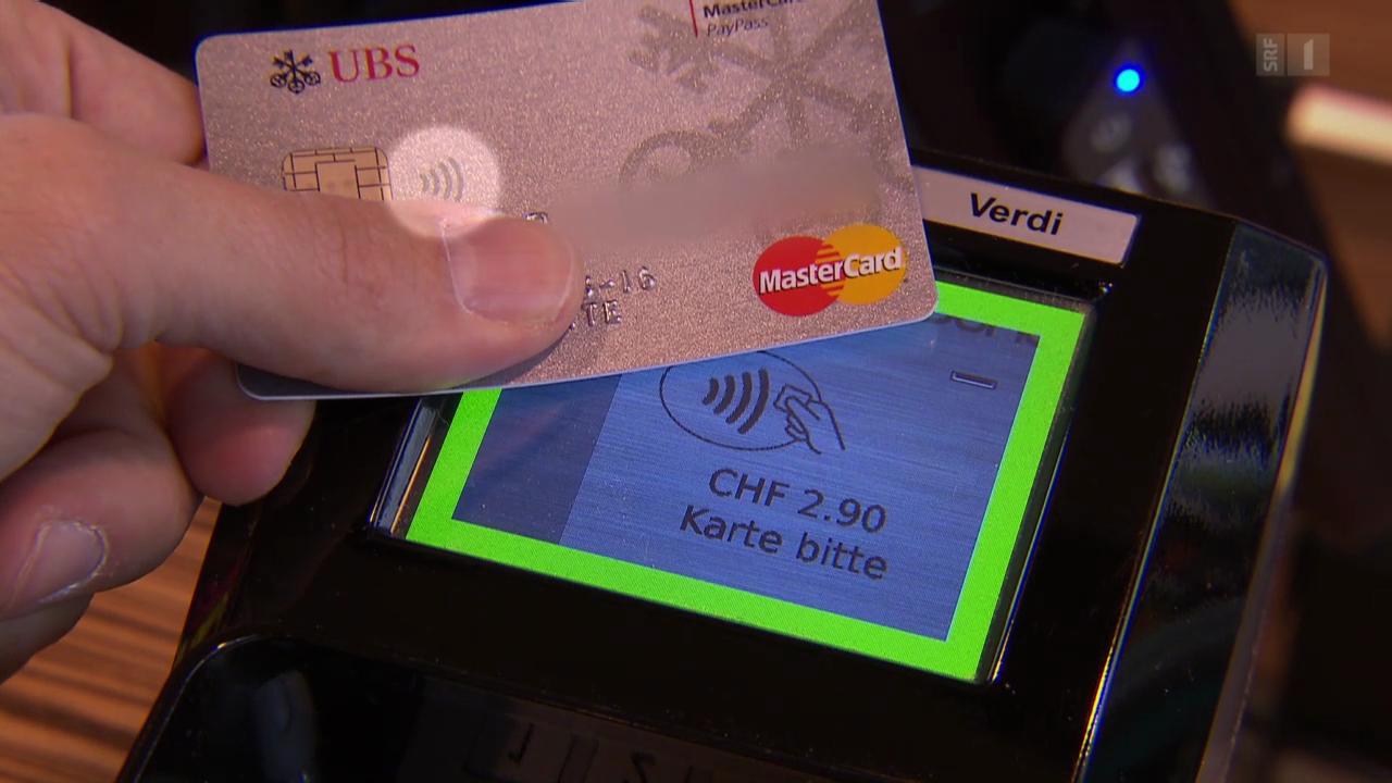 Kontaktlos zahlen mit Kreditkarte: Das müssen Kunden wissen