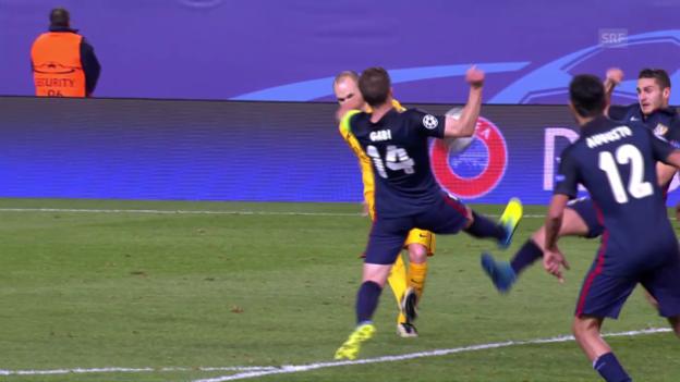 Video «Die umstrittenen Handspiel-Szenen bei Atletico-Barcelona» abspielen
