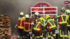 Link öffnet eine Lightbox. Video Feuerwehr steht im Grosseinsatz abspielen