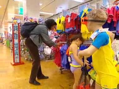Video «Sonnenschutz zum Anziehen: Was UV-Kleider taugen» abspielen
