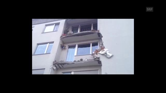 Balkon stürzt in die Tiefe – keine Verletzten.