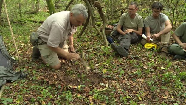 Video «In der Wildnis aufs Klo gehen – aber richtig» abspielen