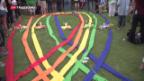 Video «Tausende gedenken der Opfer in Orlando» abspielen