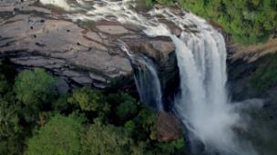 Link öffnet eine Lightbox. Video Wildes Sri Lanka – Küstenreich (3/3) abspielen.