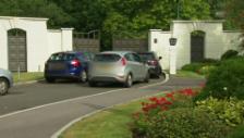 Video «Die Polizei vor Cliff Richards Haus (ohne Ton)» abspielen