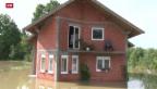 Video «Aufräumarbeiten nach schweren Unwettern auf dem Balkan» abspielen