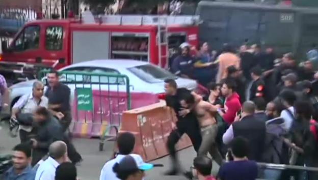 Video «Kairo: Polizei geht gewaltsam gegen Demonstranten vor» abspielen
