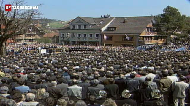 Innerrhoder Landsgemeinde stimmt gegen das Frauenstimmrecht (April 1989).