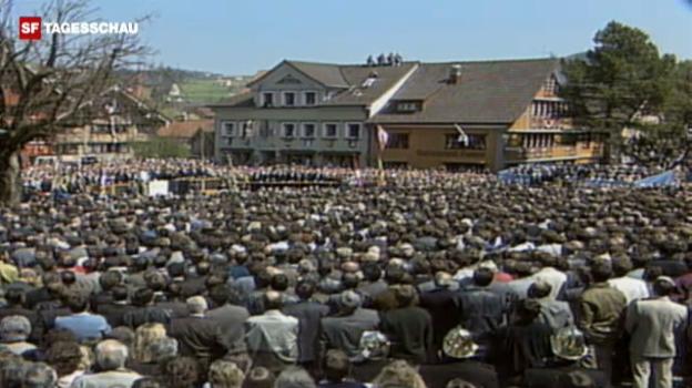 Video «Innerrhoder Landsgemeinde stimmt gegen das Frauenstimmrecht (April 1989).» abspielen