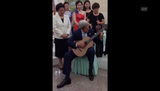 Video «John Kerry spielt Gitarre» abspielen