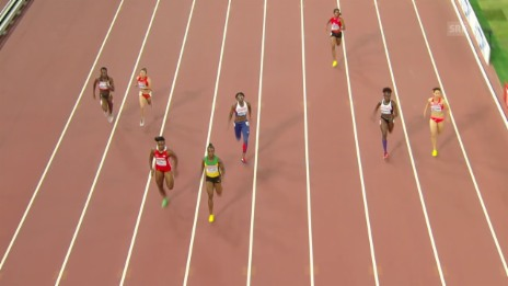 Video «Leichtathletik: WM Peking, Campbell-Brown läuft auf der falschen Bahn» abspielen