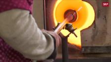 Link öffnet eine Lightbox. Video Eine der wenigen Glasbläserinnen aus der Schweiz abspielen