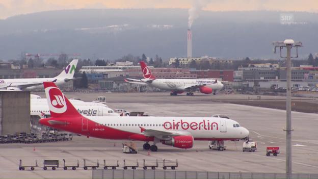Video «Gestrandete Flug-Passagiere: Behörden lassen Kunden sitzen» abspielen