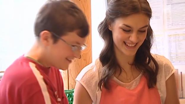 Video «Ronja Furrer im Behindertenzentrum» abspielen
