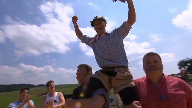 Video «Krönung des «g&g»-Schwingfest-Siegers Renzo Blumenthal» abspielen