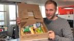 Video «SRF 1-Moderatoren packen Päckli für 2 x Weihnachten» abspielen