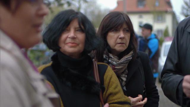Betreuerinnen diskutieren nach der wöchentlichen polnischen Messe über ihre Situation in der Schweiz