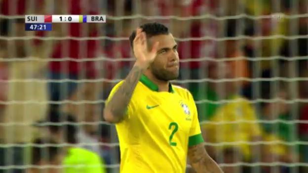 Video «Dani Alves' Eigentor gegen die Schweiz» abspielen