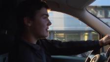 Video «Schwieriger Start in der Branche (Unterwegs im 30-er Mobil)» abspielen
