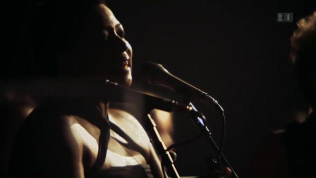 Video «Twenty Feet From Stardom» abspielen