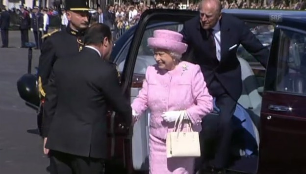 Video «Queen trifft am Vorabend der Feiern in Paris ein» abspielen