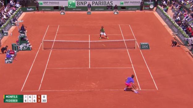 Video «Tennis: French Open, Federer-Monfils, Passierball Federer» abspielen