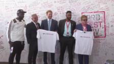 Video «Harry und Elton John an der Welt-Aids-Konferenz (unkom.)» abspielen