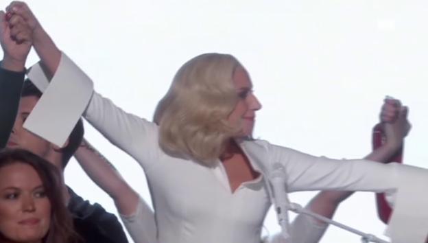 Video «Lady Gagas emotionaler Auftritt» abspielen