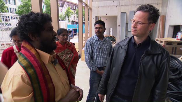Video «Viele Zimmer in Gottes Haus – unterwegs im Haus der Religionen» abspielen