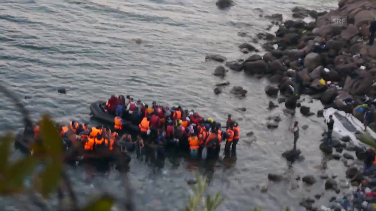 Flüchtlinge besteigen die Boote (Video von Beat Stauffer)