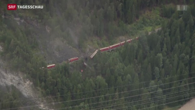 Video «Erdrutsch reisst Zug der RhB aus der Spur» abspielen
