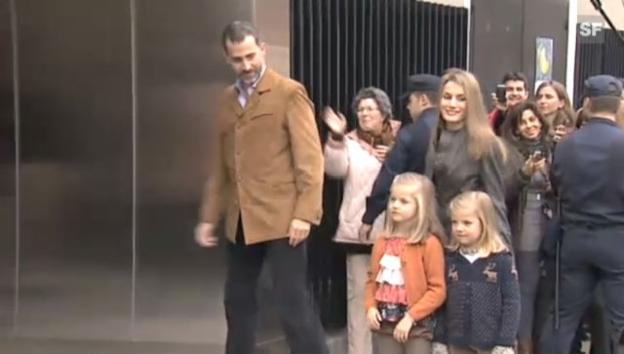 Video «Kronprinz Felipe mit ganzer Familie auf dem Weg zu Königs-Opa Juan Carlos im Spitalbett.» abspielen
