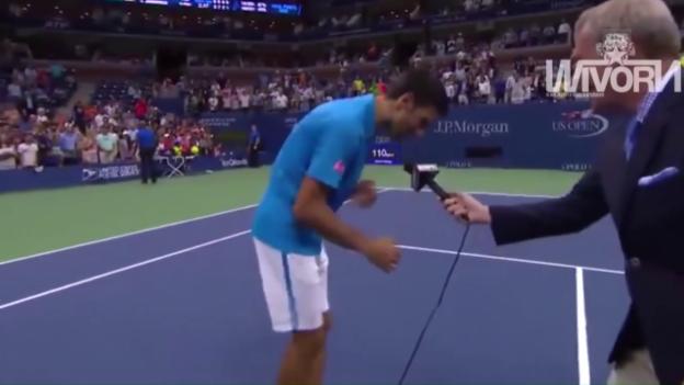 Video «Djokovic versucht sich als Entertainer» abspielen
