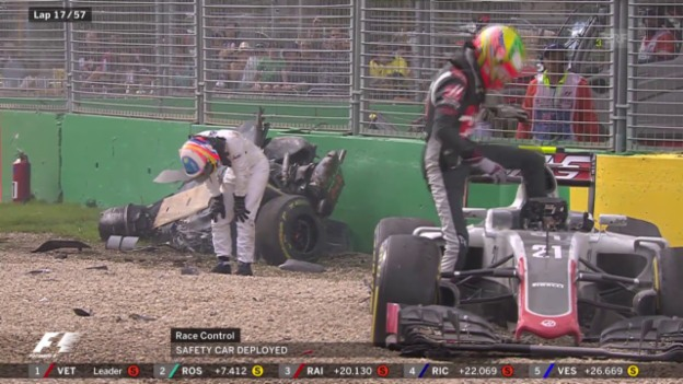 Video «Horror-Crash von Fernando Alonso» abspielen