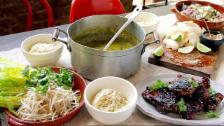 Link öffnet eine Lightbox. Video Jamies 30-Minuten-Menüs: Thailändisches Grünes Curry abspielen.