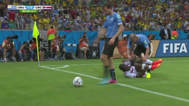 Video «FIFA WM 2014: Uruguays Maxi Pereira sieht Rot» abspielen