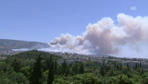 Video «Dramatische Bilder der Brände um Athen (unkommentiert)» abspielen